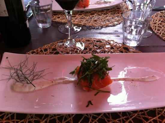Pujols, فرنسا: Saumon cru mariné
