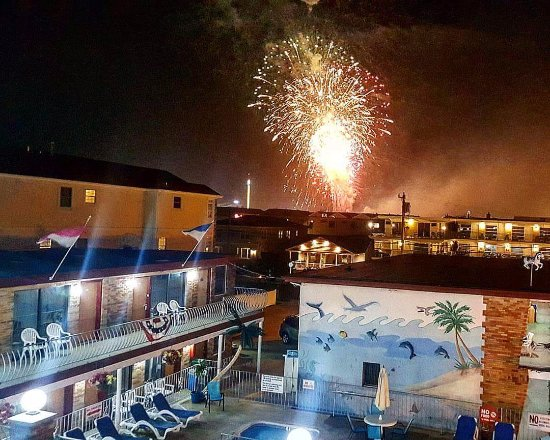 Florentine Family Motel: Fireworks from the Sundeck