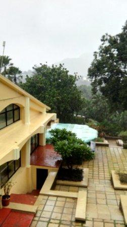 Fariyas Resort Lonavala Bild