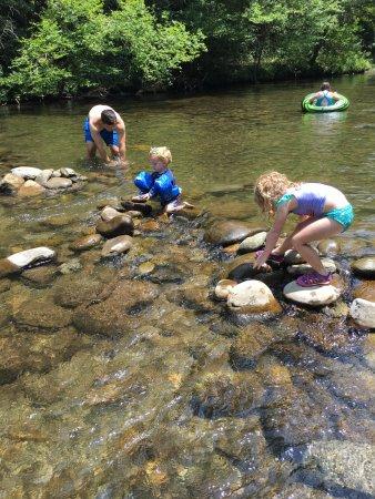 Metcalf Bottoms Picnic Area : stacking rocks