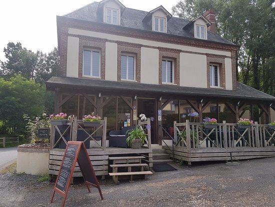 Quetteville, France: L'Auberge L'école Buissonnière