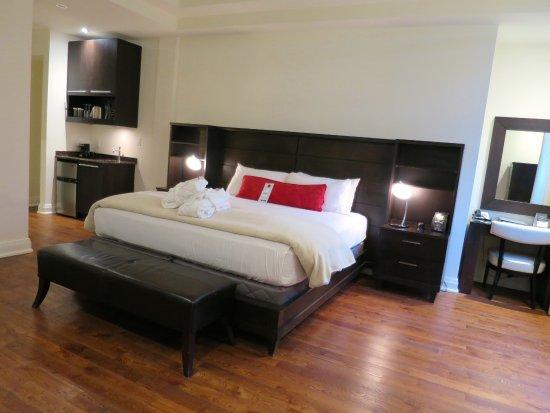 Sterling Inn & Spa: Bedroom of Rm #109