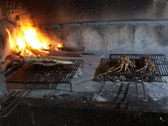 Vrboska, Kroasia: Lobster and fish on a grill