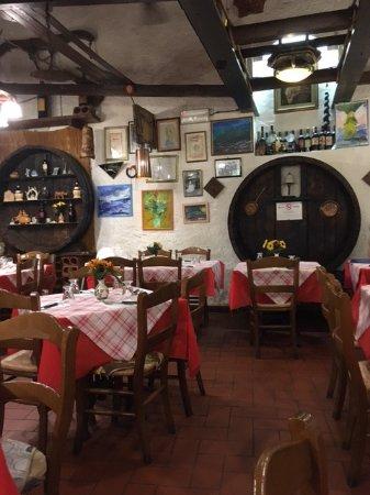 Vinci, Italia: Interno del ristorante