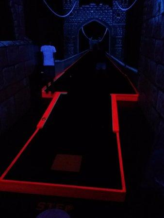 Dragons Lair Mini Golf: parcours intéressant avec beaucoup d'illusions d'optique.