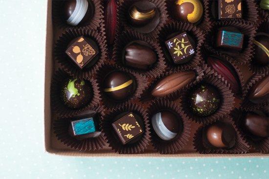 L'Anse-Saint-Jean, Canada: boîte de chocolats variés