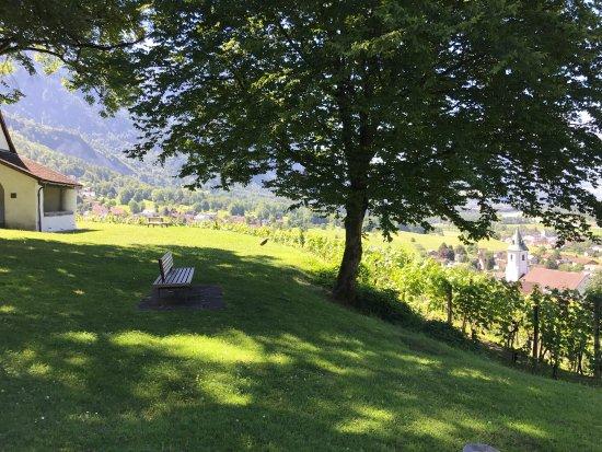 Triesen, Liechtenstein: Территория перед часовней