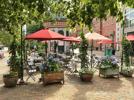 The Beehive: Patio Dining!