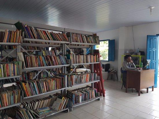 Caraiva, BA: Interior da biblioteca municipal