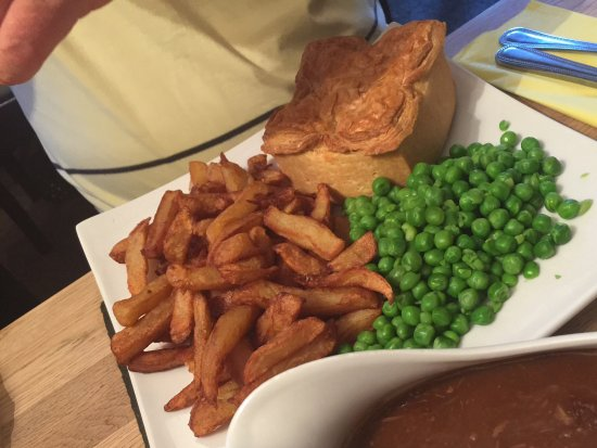 Seven Stars Inn Chicken Ham And Leek Pie With Chips Peas And Gravy