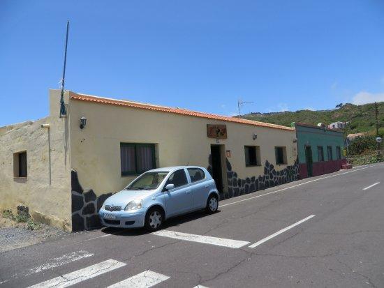 Isora, España: paralela carretera