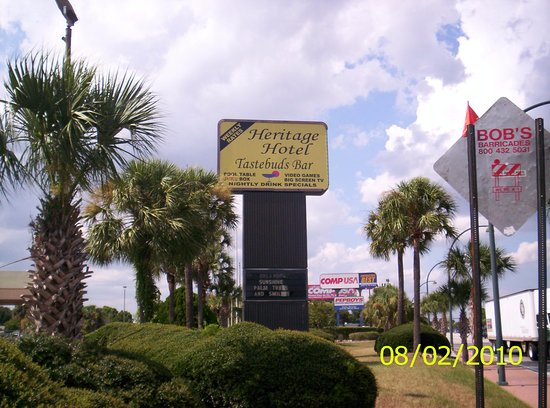 Heritage Hotel : Outside sign