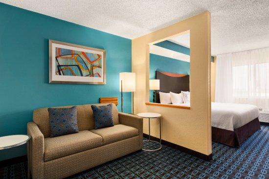 Fairfield Inn & Suites Oklahoma City Quail Springs/South Edmond: Executive King Suite Living Area