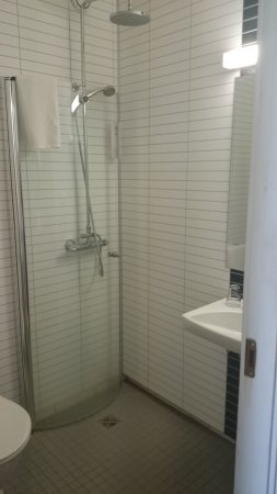 Hotel Borgarnes: Bad aus Zimmer 329