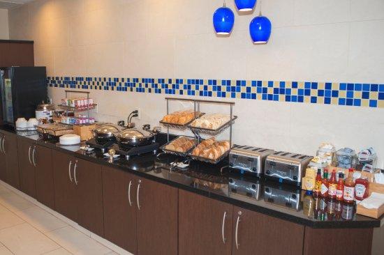 Chesapeake, VA: Breakfast Buffet