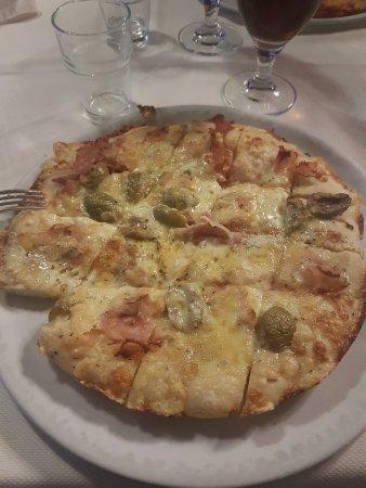 Pizza sublime - Picture of Pizzeria Ristorante La Terrazza da Hugo ...