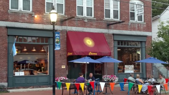 Hillsborough, NH: Sidewalk dining, and their awining