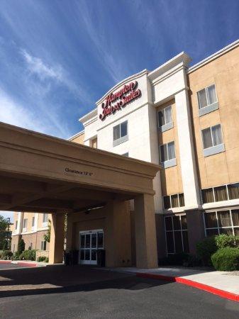Hampton Inn & Suites Reno : Outside of the main entrance