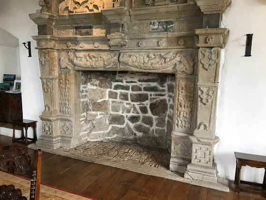 Donegal, Irlandia: Preserved room with fireplace
