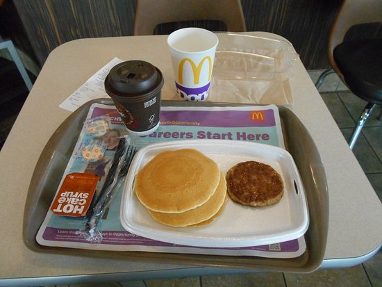 Hartford, MI : Pancakes with sausage, coffee, water