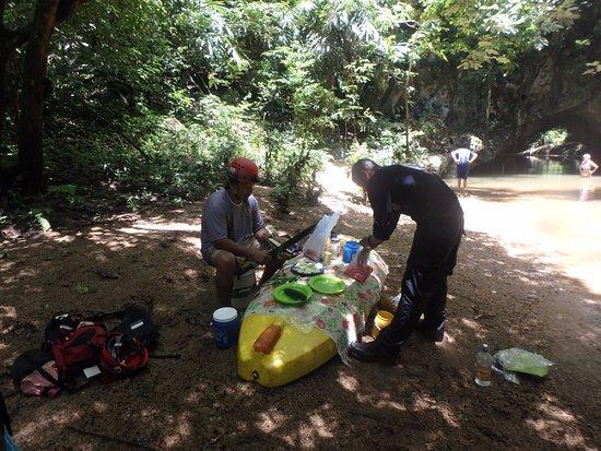Belmopan, بليز: lunch on a kayak streamside!