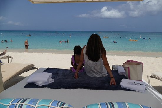 The Ritz-Carlton, Grand Cayman: Our Beach Bed, the only way to get full shade