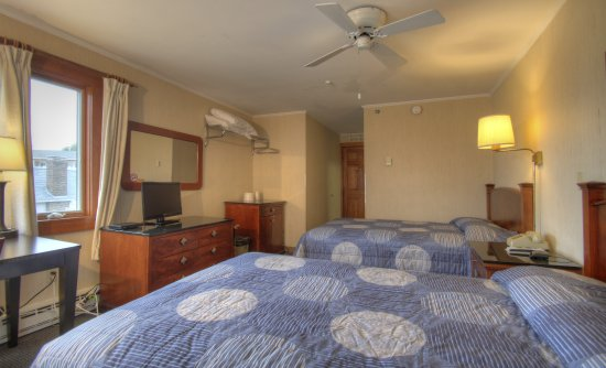Cape Ann Motor Inn: Oceanfront Room With 2 Double Beds