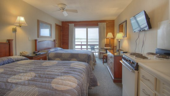 Cape Ann Motor Inn: Oceanfront Kitchen Room With 2 Double Beds
