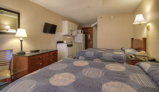 Cape Ann Motor Inn: Kitchen Room With 2 Double Beds
