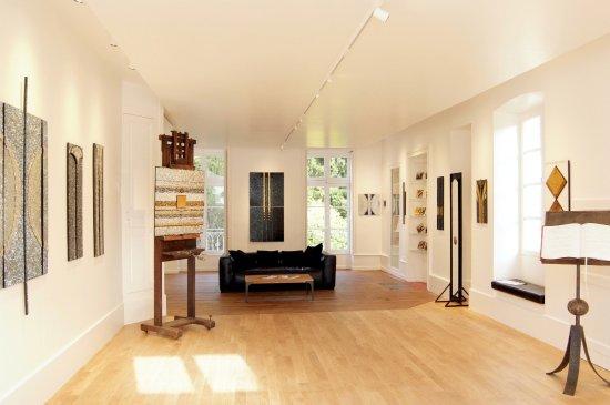 Galerie D'Art. Elaine M Goodwin