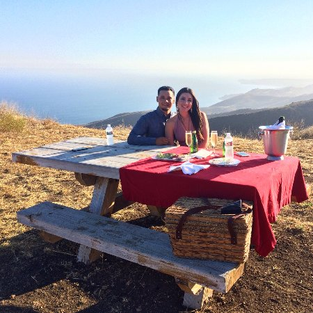 Group 3 Aviation: Flight to Private Picnic for Two with expansive views of Pacific Ocean
