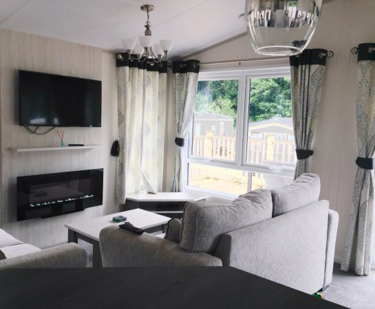 Hele Valley Holiday Park : Inside Elm Lodge; the perfect space for our little family to enjoy our holiday!