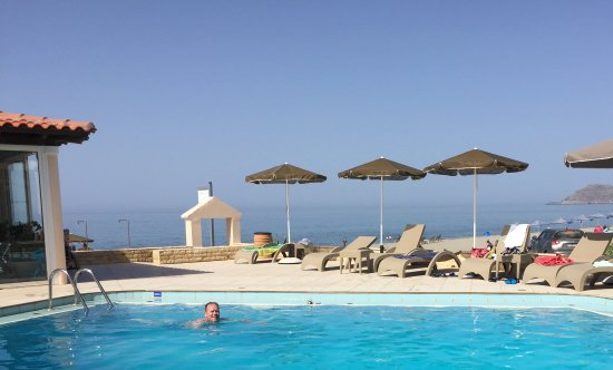 Caretta Beach: Trevligt poolområde, aldrig någon trängsel. Stranden alldeles intill så man kan gå emellan.
