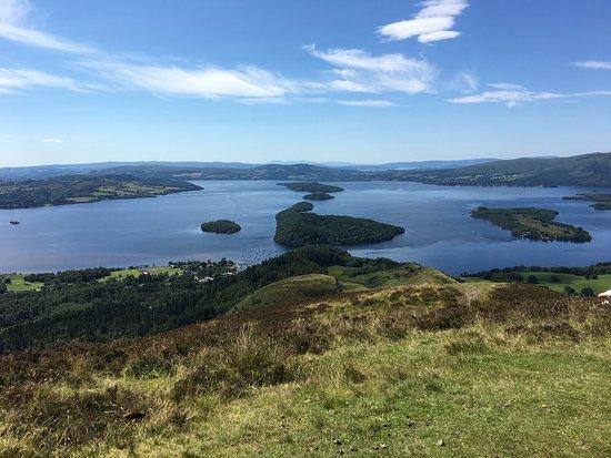 Balmaha, UK: Blick vom Gipfel auf Loch Lomond