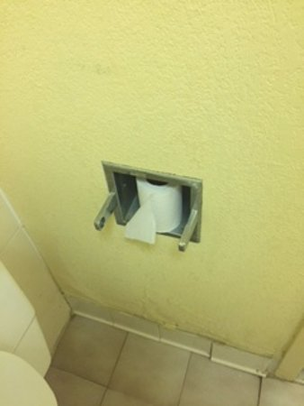 Henderson, NC: broken toilet paper holder