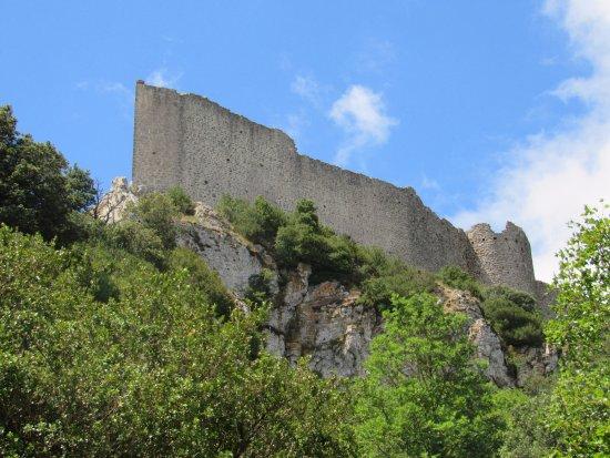 Château de Peyrepertuse : Стена замка