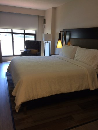Cupertino, CA: Room 104 (doesn't show left-side with TV and long cabinet/desktop)