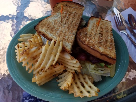 Μονρόε, Ουάσιγκτον: BLT with Avocado on Sourdough
