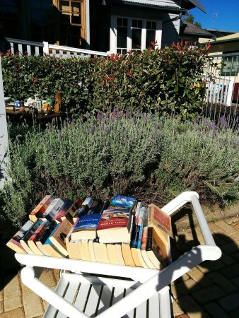 Canungra, Australia: Secondhand books and lavender - a match made in heaven!