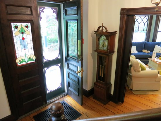 Eastham, MA: Front foyer