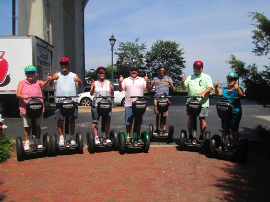 7 friends on the Yorktown Segway History Tour