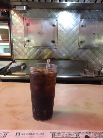 Windsor, VT: The VERY CLEAN grill (and my diet coke)