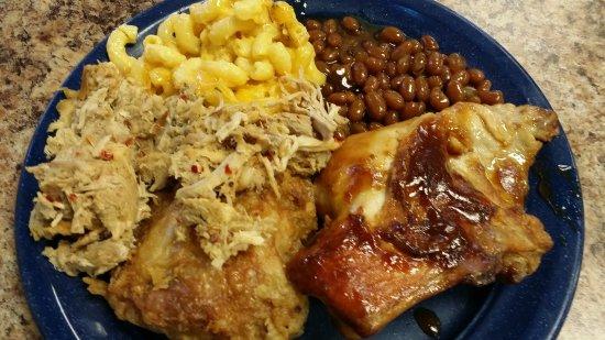 Rocky Mount, Carolina del Nord: Pork, corn, beans, BBQ chicken and fried chicken