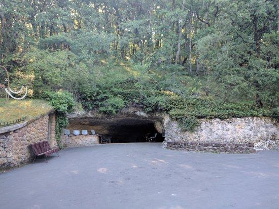 Rouffignac-Saint-Cernin-de-Reilhac, France: Grotte Entrance