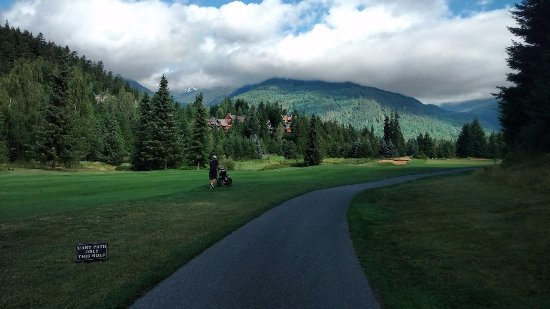 Whistler Golf Club : view of the peaks from Whistler golf course