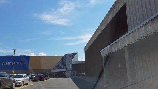 Dorval, Canada: mall