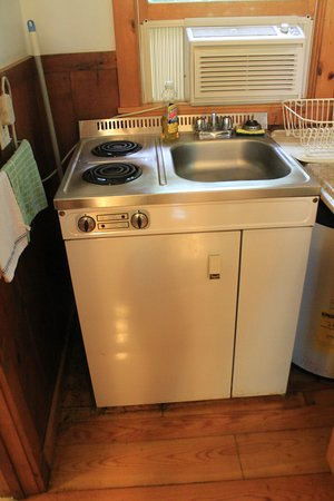 Maine Idyll Motor Court: Fridge, cook top and sink