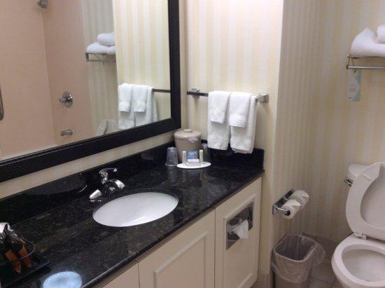 Fairfield Inn & Suites Hickory: Bathroom
