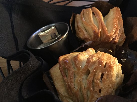 Savage, MN: Raw, inedible popovers served before dinner