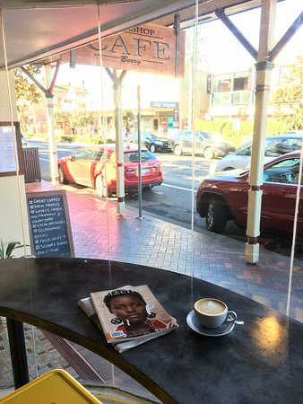 Berry, Australia: Have a coffee at our window bench and watch the world go by...